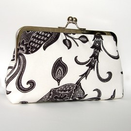 Luulla - Silk Lined Black and White Floral Frame Kisslock Clutch Handbag