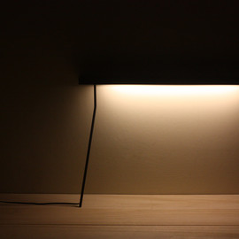 yenwen tseng - Leaning Table Light