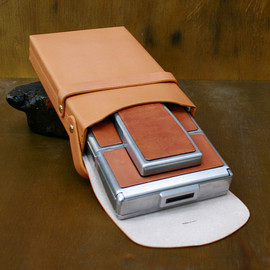 IMPOSSIBLE - SX-70 LEATHER CASE    CAMEL