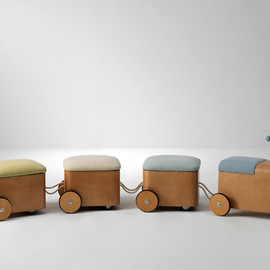 Gicha train stools