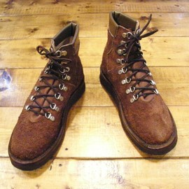 GRIZZLY BOOTS - Grizzly Boots