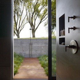 Aidlin Darling Design - Inside/outside shower at San Joaquin Valley Residence, California