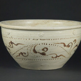 Large Basin, Ly–Tran dynasty, 12th–14th century, Thanh Hoa Province. Glazed stoneware. Viet Nam National Fine Arts Museum, 4975-G2-1851 © Kaz Tsuruta, Asian Art Museum of San Francisco