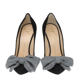 Black suede ballerina pumps with a maxi bow in gray cloth