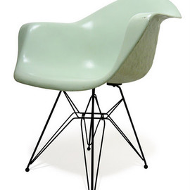 ZENITH - EAMES PROTOTYPE ARMSHELL CHAIR 1948