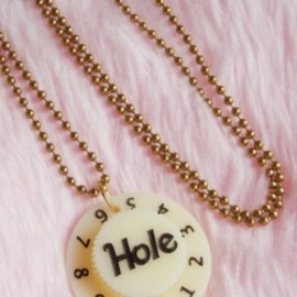 """Hole ♡ Courtney Love"" Guitar Amplifier Knob Necklace:NEW"