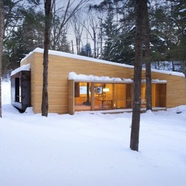 "YH2 Architecture - ""La Luge"" Country House, Quebec, Canada"