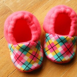 Luulla - Pink Argyle Fleece Baby Booties