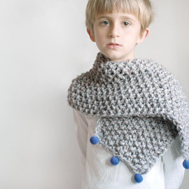 CityCrochet - Boys bulky chunky scarf knitted gray with hand felted blue beads