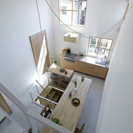 島田 陽 - Itami House by Tato Architects, white walls, wood table, wood cabinets | Remodelista