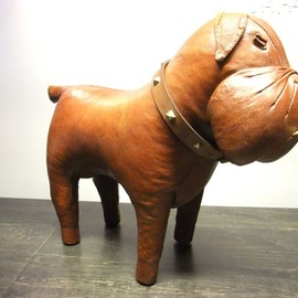OMERSA COLLECTION - LEATHER FOOTSTOOL BULLDOG