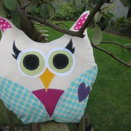 Luulla - Colourful Owl Cushion