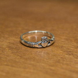 Or Glory - Claddagh Ring Slender