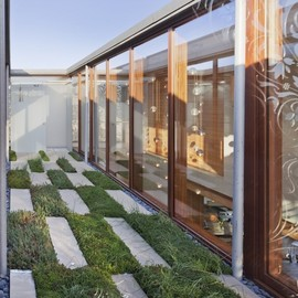 Aamodt Plumb Architects - Coutyard at Beach House, East Quogue, NY, USA