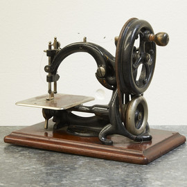 WILLCOX & GIBBS - Antique Sewing Machine