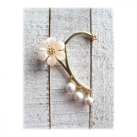 MOG NIPPON - floral ear hook *