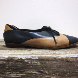 Navy Leather Oxfords with Tan Lace Up Vintage Womens Shoes