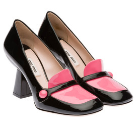 miu miu - Two-tone patent leather pump with button detail. Leather sole and applied heel.