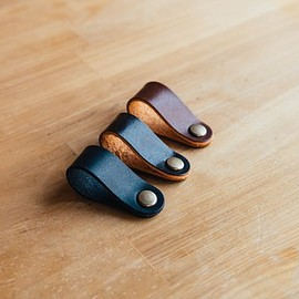 drip - Aging Leather Clip