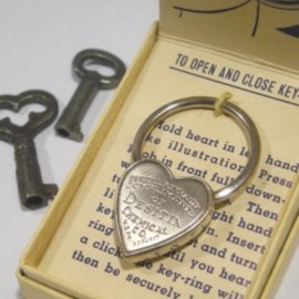 "1940's ""Heart Shaped"" Advertising Key Ring【箱付きDEAD-STOCK♡】"
