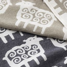 KLIPPAN - Black sheep cotton throw - beige - Klippan Yllefabrik