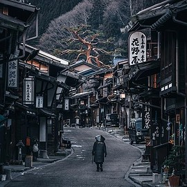 日本 - The road is lonely, but ancient legends of the samurai are still alive.