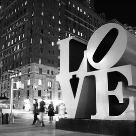 "Robert Indiana - ""LOVE"" Sculpture in New York"