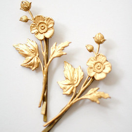 Nest Pretty Things - Golden Flower Bobby Pin Set of Two