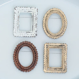 Hana To Guitar - FRAME BROOCH
