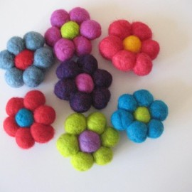 Luulla - Felt Ball Flower Brooches