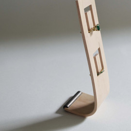 andersenfamiliar - Bent Plywood Ring Stand