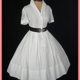 vintage - White shirtwaist dress with crochet lace inserts
