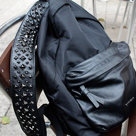 GIVENCHY by Riccardo Tisci - square studs backpack(bk)