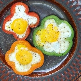 Cook Your Egg Inside Of A Bell Pepper Slice by Bea