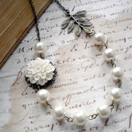 Luulla - Bridal Necklace - White Glass Pearls - Vintage Bronze Leaf