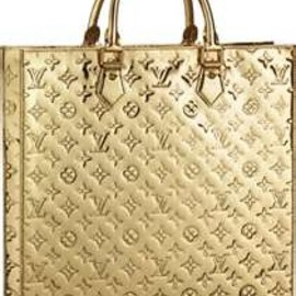 LOUIS VUITTON - Gold.