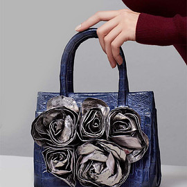 Nancy Gonzalez - Nancy Gonzalez Rosebud Frame Crocodile Tote Bag