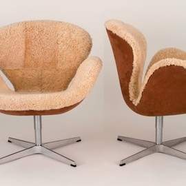 Arne Jacobsen - Shearling Swan Chair