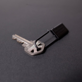 Tiny Formed - Tiny metal key chain black キーチェーン ブラック