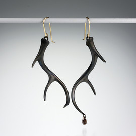 Gabriella Kiss - Small Antler Earrings with a Diamond
