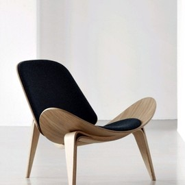 Hans J. Wegner - The Shell Chair (CH07)