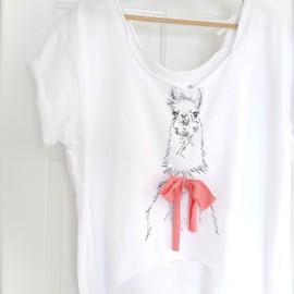 ID embroidered - LLAMA with a bow tee