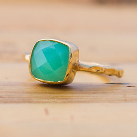 delezhen - 18K Hand Hammered Gold Vermeil and Faceted Chrysoprase Ring Size size 4, 5, 6, 7, 8 and 9