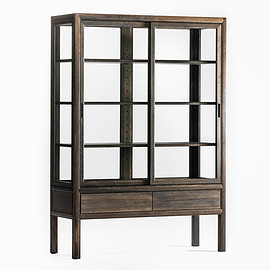 Time & Style - museum cabinet for private collection