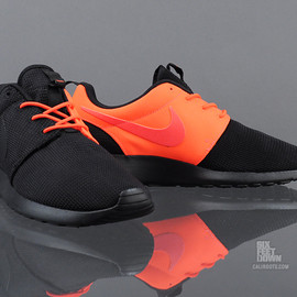 Nike - Roshe Run - Black/Total Crimson