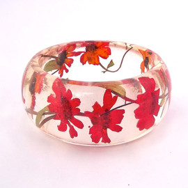 SpottedDogAsheville - Red Resin Bangle. Chunky Resin Bangle Bracelet. Pressed Flower Bracelet. Real Flowers - Red Zinnia