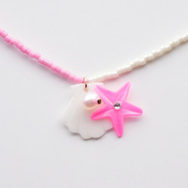 a cloudy dream - SHELL BEADS NECKLACE WHITE/VIVID PINK