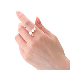 STAR JEWELRY - PEARL GRAVITY RING