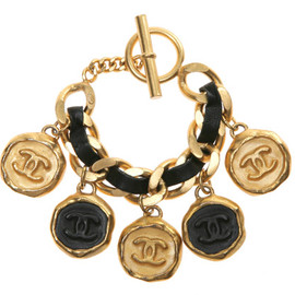 CHANEL - VINTAGE Chanel '95 Leather Big Coin Bracelet