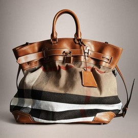 BURBERRY - bag.
